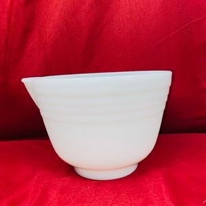 Vintage Opal White mixing bowl with pour